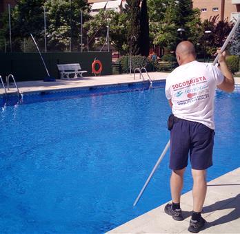 Empresa de mantenimiento de piscinas y socorristas en madrid