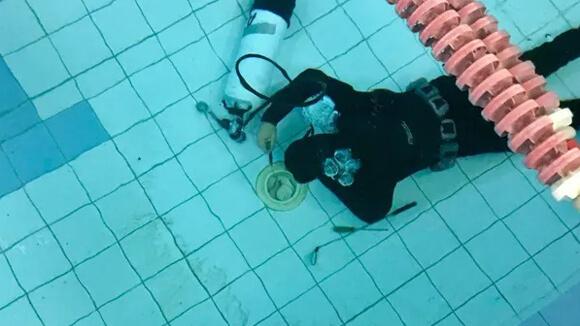 localización, detección y reparación de fugas de agua en piscinas