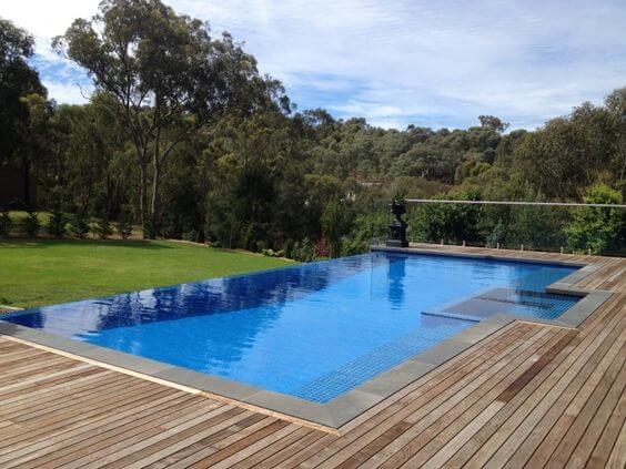 construcción piscinas de borde infinito o desbordantes madrid